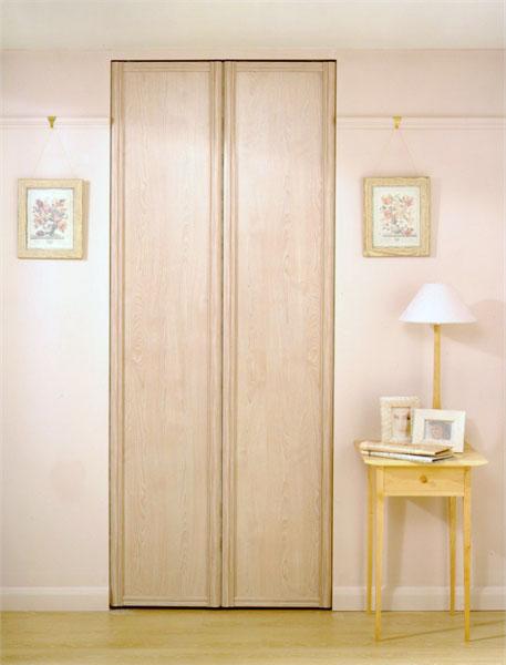 ארון דלתות מתקפלות אגוז בהיר