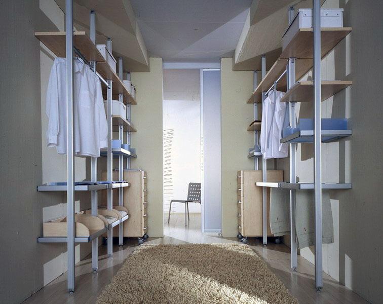 חדר ארונות קטן